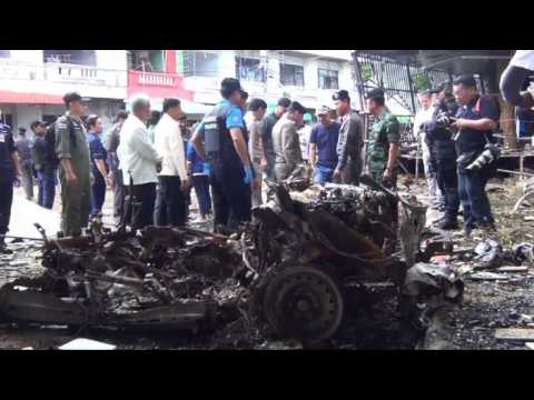 Thai police chief visits car bomb site in south of country