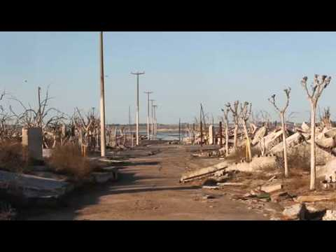 Apocalyptic landscapes lure tourists to Argentine ghost town