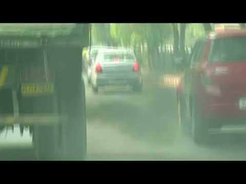 Air pollution chokes New Delhi