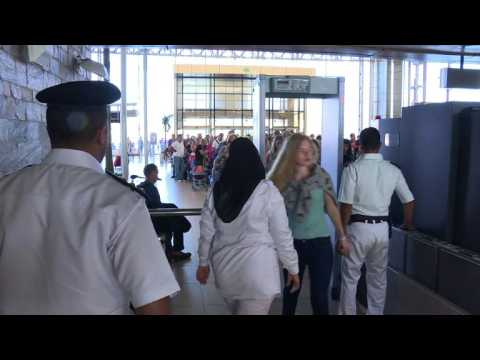 British tourists stranded in Egypt begin returning home