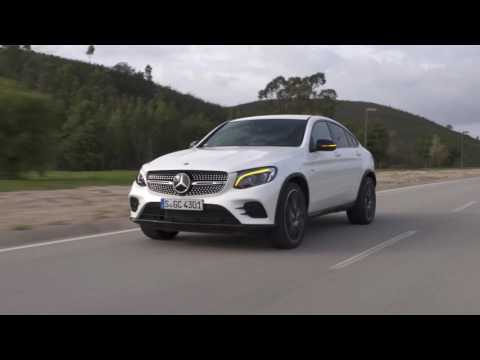 The new Mercedes-AMG GLC 43 4MATIC Coupé - Driving Video in Diamond White Bright | AutoMotoTV