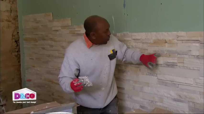 poser des briquettes de parement pos sur un mur dans le salon les plaquettes de parement en. Black Bedroom Furniture Sets. Home Design Ideas