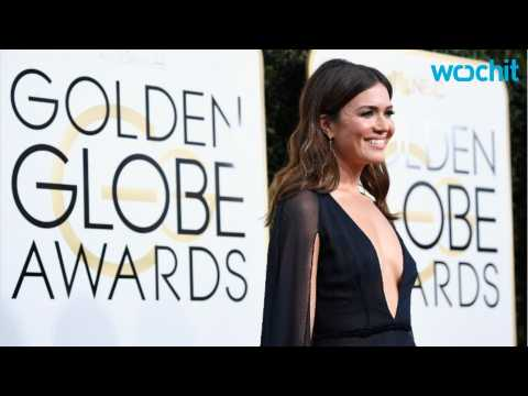 Fashion Police Can't Stop Gushing Over Mandy Moore's Plunging Neckline on Golden Globes 2017 Special: ''Give Us Moore!''