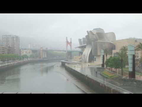 Rain, slight drop of temperatures in Bilbao