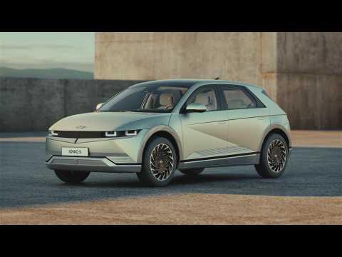 Hyundai IONIQ 5 Design Gravity Gold Matte Trailer