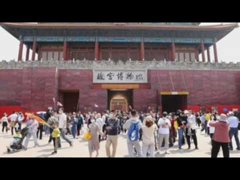 Million of Chinese mark May Day holidays with trips around country