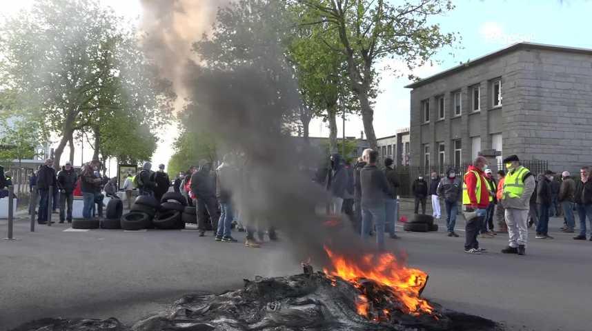 Thumbnail Lorient : rassemblement des fondeurs devant la sous-préfecture