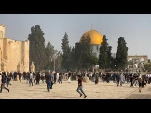 Palestinians, Israeli police clash at Jerusalem's Al-Aqsa compound