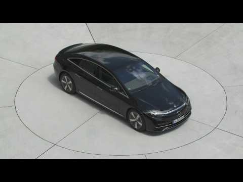 The new Mercedes-Benz EQS 580 4MATIC in Obsidian black Driving Video