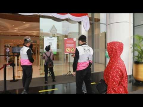 Shopping malls reopen as Indonesian gov't gradually eases COVID-19 restrictions