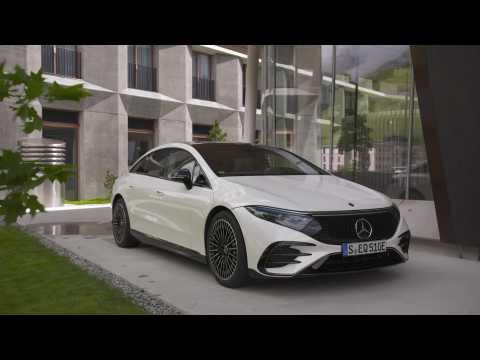 The new Mercedes-Benz EQS 580 4MATIC Design in Diamond white