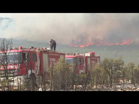 Turkey: residents on the front line help extinguish fires
