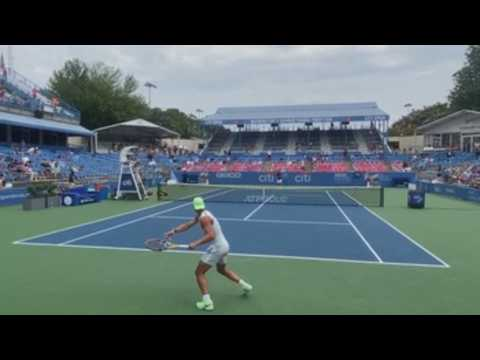 Hundreds of fans turn out in Washington to watch Nadal practice