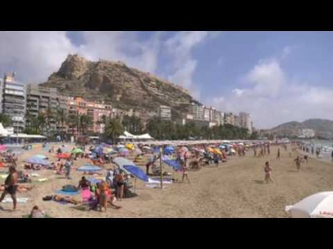 Holidaymakers fill beach of Alicante