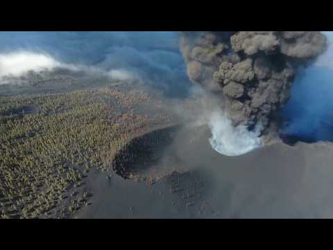 Large ash cloud rises from Canary Islands volcano