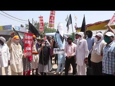 Indian farmers protest despite Covid crisis, burn Modi effigy