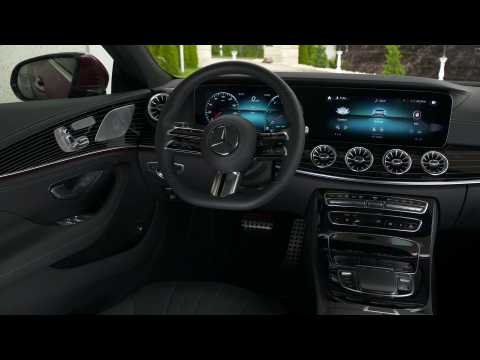 Mercedes-Benz CLS 300 d 4MATIC Interior Design in Hyacinth red