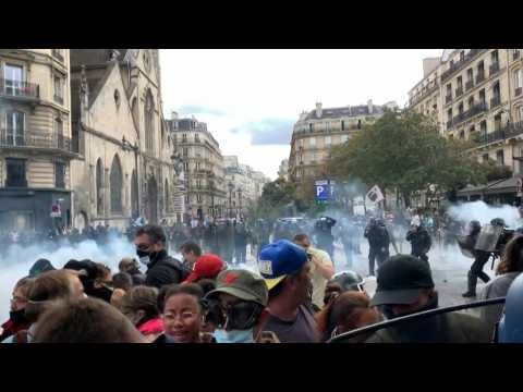 Clashes break out at Paris protest against 'health pass'