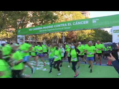 More than 7,000 people take part in race in Madrid to fund cancer research