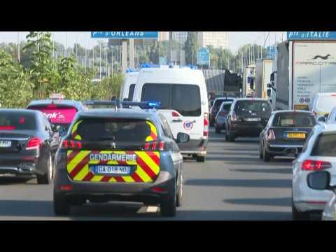 13 November: police convoy leaves Fleury-Merogis prison