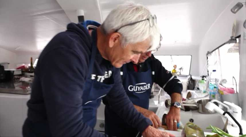 Thumbnail Le chef étoilé Patrick Jeffroy apprend la cuisine au skipper Vincent Riou lors d'une escale culinaire à Douarnenez.
