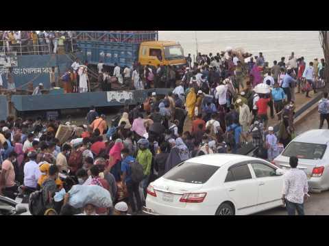 Thousands crowd onto boats, leaving Bangladeshi capital ahead of Covid lockdown
