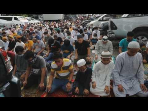 Muslim devotees mark Eid al-Adha in Taguig City's Blue Mosque