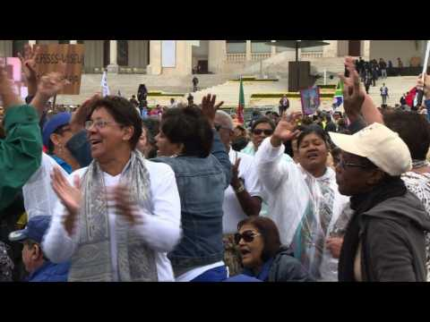 Excitement in Fatima as thousands await Pope Francis