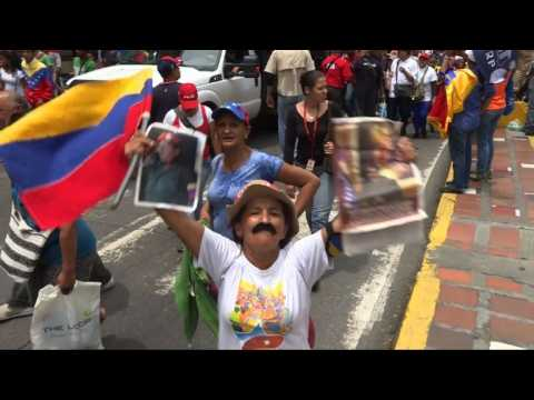 Thousands of pro-Maduro demonstrators march in Caracas
