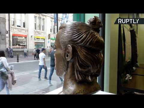 Sculptor Responsible for THAT Cristiano Ronaldo Statue Unveils Bust of Gareth Bale