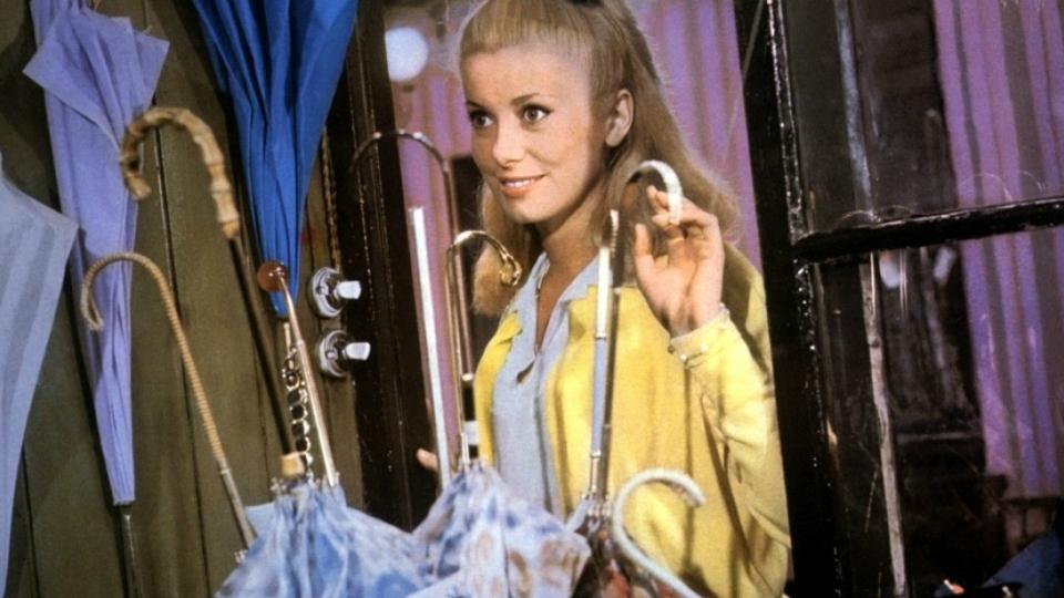 Les Parapluies de Cherbourg - bande annonce 2 - (1964)