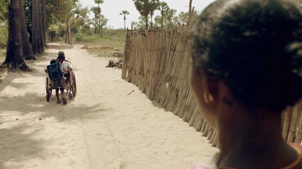 Sur Le Chemin De L'école - bande annonce - (2013)