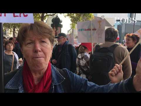 """""""Macron, la démocratie se fait dans la rue"""" répliquent des Insoumis à la manifestation de Paris"""