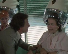 Tendre poulet - bande annonce - (1978)