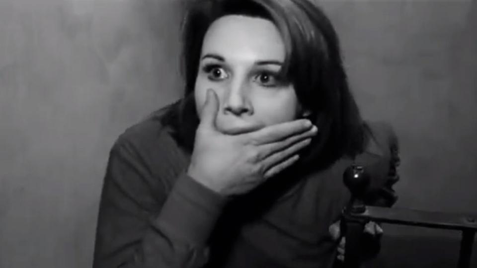 Les Poings dans les poches - bande annonce - VO - (1966)