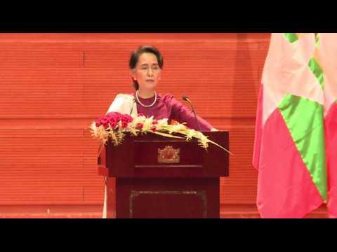 """Birmanie : Aung San Suu Kyi condamne les violences et se dit """"prête"""" aux rapatriements des Rohingyas"""