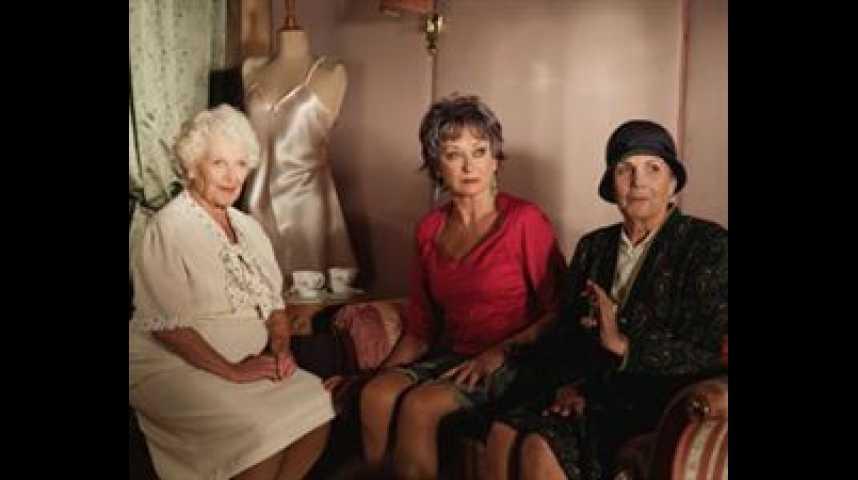 Les Mamies ne font pas dans la dentelle - bande annonce - VO - (2007)