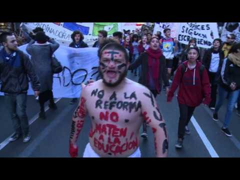 Argentine students protest education reform