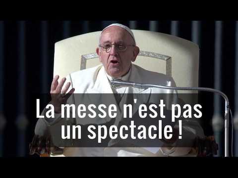 """""""Posez ces téléphones !"""" : le coup de gueule du pape François en pleine messe"""