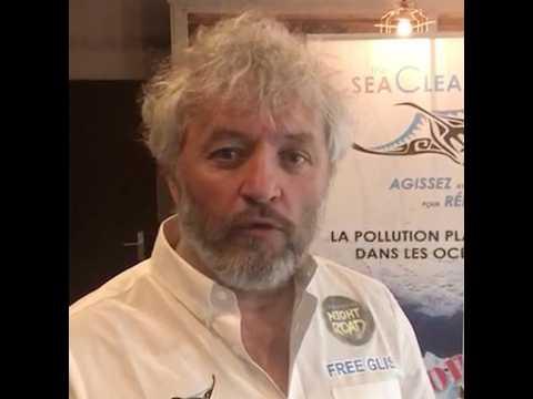 """""""Je vous présente 'Manta', mon voilier révolutionnaire qui ramasse les déchets plastiques en mer"""""""