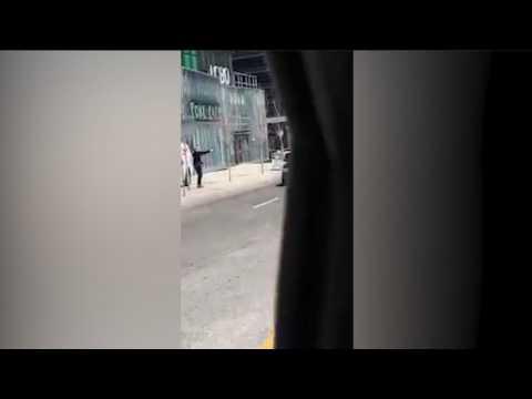 Attaque au véhicule-bélier à Toronto : les images du policier arrêtant le chauffeur