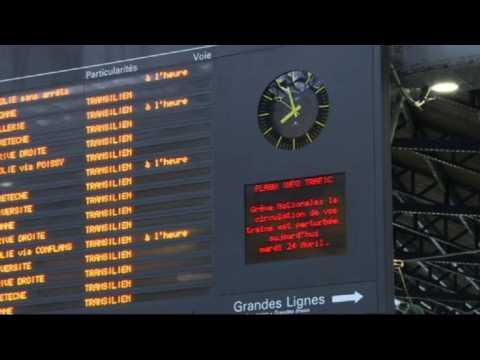 French rail strike affects traffic at Paris Saint-Lazare station