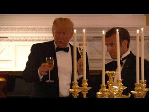 """Trump et Macron trinquent à leur """"amitié"""""""