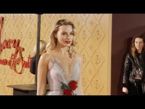 Margot Robbie's restrictive corset helped her become Queen Elizabeth I