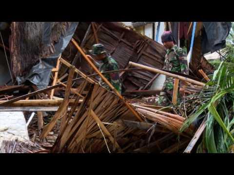 Desperate search for Indonesia tsunami survivors