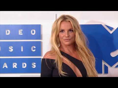Britney Spears puts album on hold