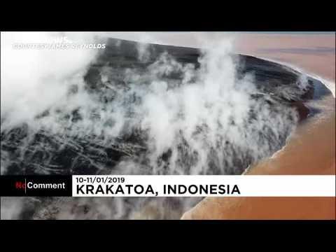 Indonésie : Le volcan Anak Krakatoa vu du ciel