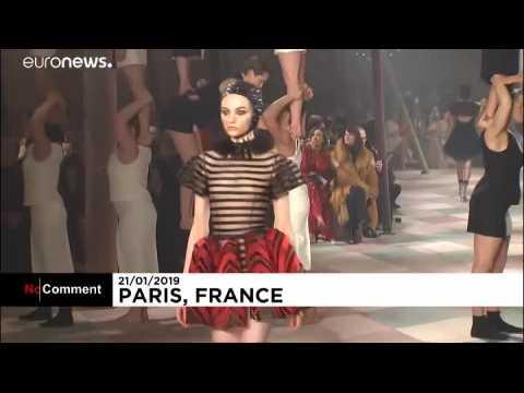 À Paris, Dior fait son cirque au premier jour des présentations Haute Couture