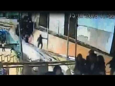 Spectaculaire effondrement d'une mezzanine à la Bourse de Jakarta