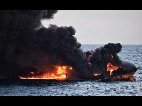 Un pétrolier en feu coule en mer de Chine